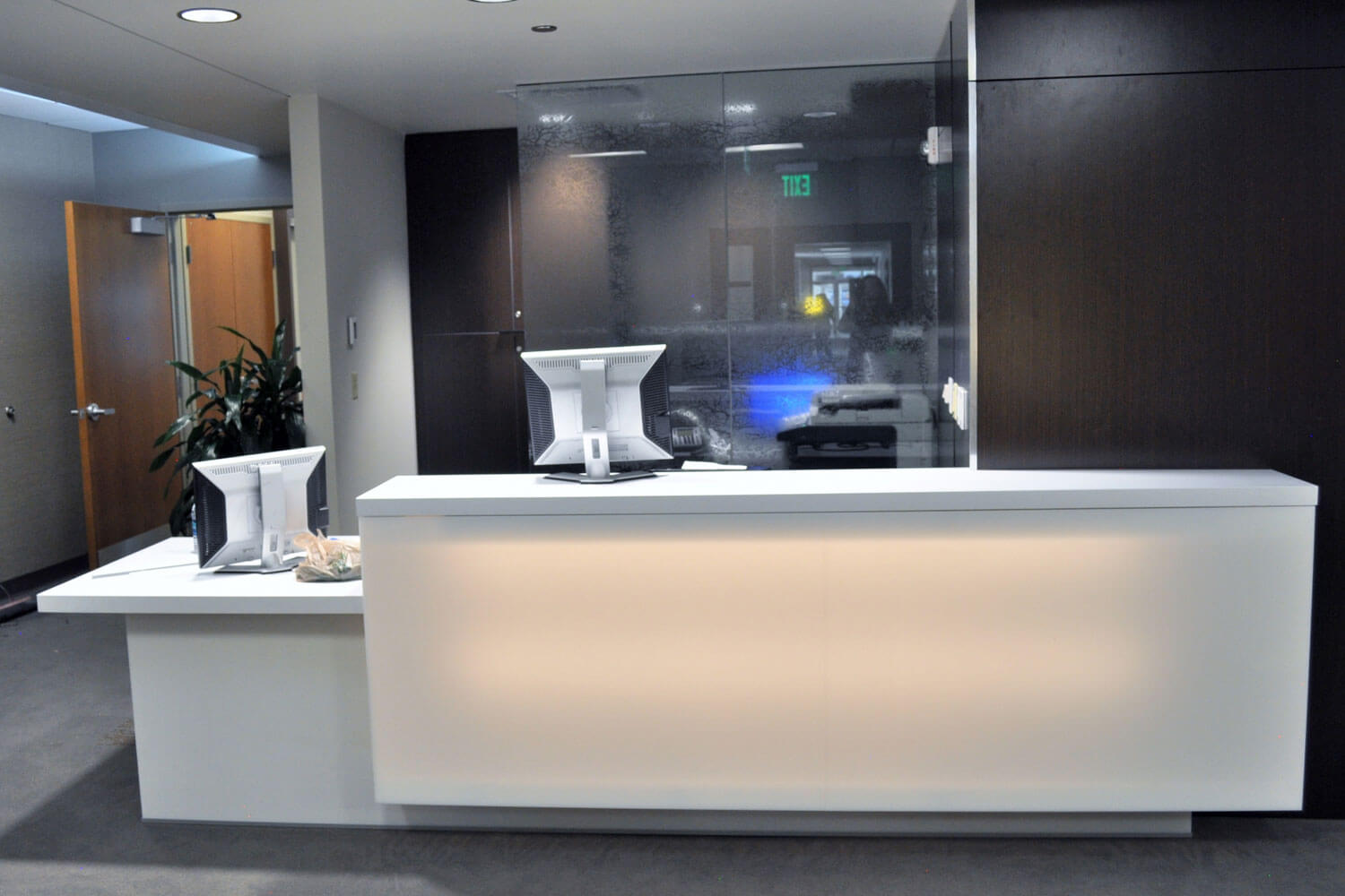 Broadmoor Commons Mob Lighted Reception Desk Gal
